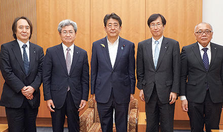 安倍総理、菅官房長官らと相次いで会談 | 日医on-line