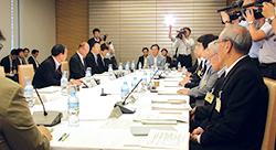 第7回健康・医療戦略参与会合に横倉会長が参加(写真)